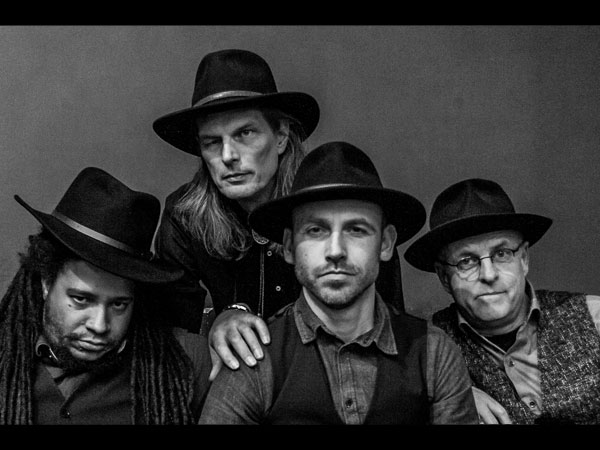 Kentucky Snake Oil band LIVE en met Stream ( Rachel Croft op 4 Febr. 2021)